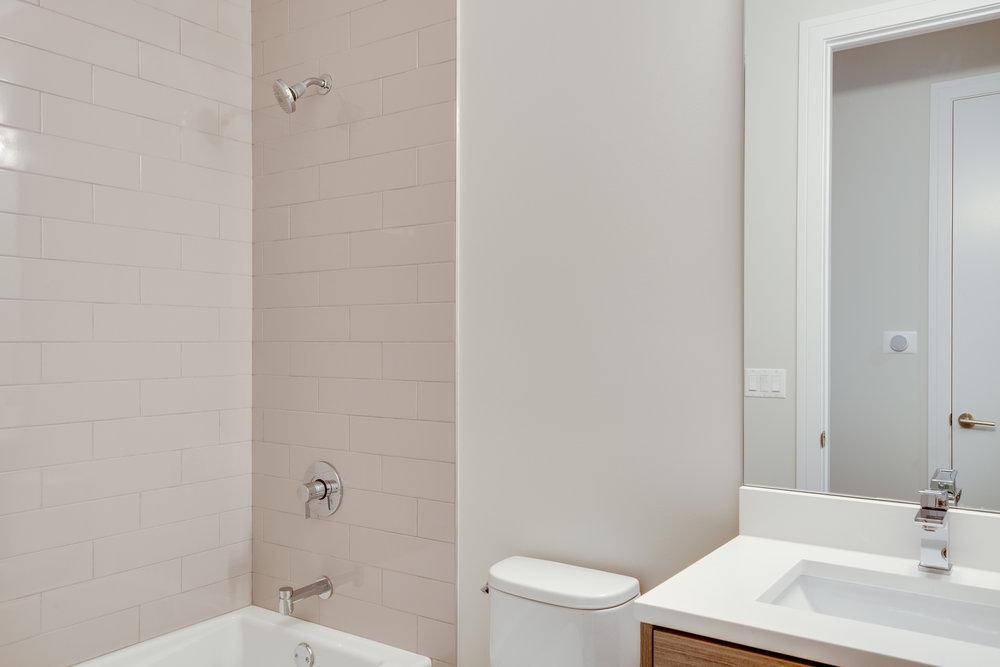 Guest bath at 1012 N Paulina St Unit 3, Chicago, IL