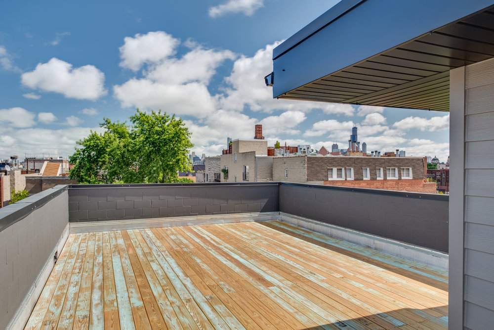 Roof deck facing east at 1012 N Paulina St Unit 3, Chicago, IL
