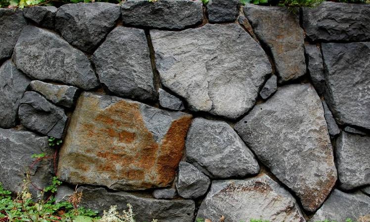 boulder masonry wall