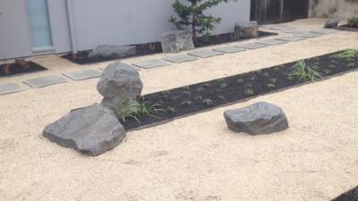 modern landscaping boulders
