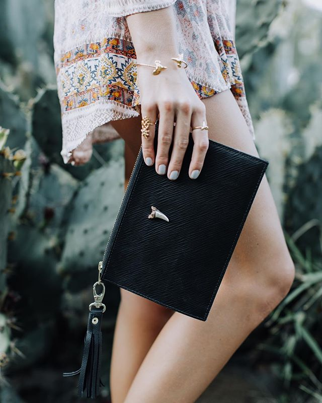 The perfect going out summer clutch 👌🏽🌞 Love this look from @slimshayedy of the ✨SHARKY CLUTCH✨ #limitededition #leathergoods #whomadethis #imadethis #knowwhereyourfoodcomesfrom