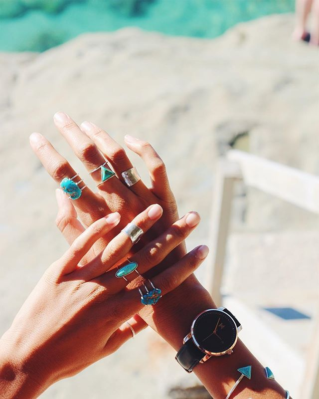 Ring tan ✌🏾 The new collection of CAT EYE TURQ rings are so beautiful in the vibrant Arizona Turquoise! Please don't order any because I am keeping them all for my self! 😜 #turquoise #sunnyday #ring #mvmtwatches