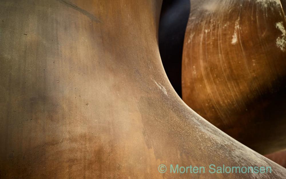 """Detail from the sculpture """"Divided Form"""" by Ervin Løffler"""