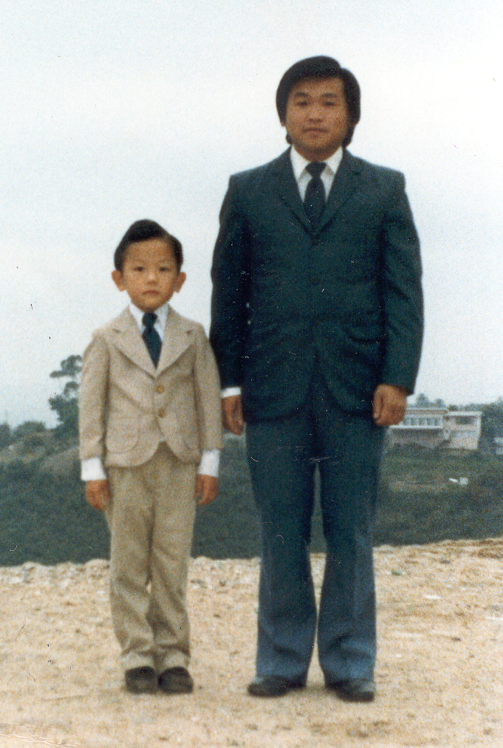 20010122-dad_and_vang_in_suit_at_san_diego.jpg