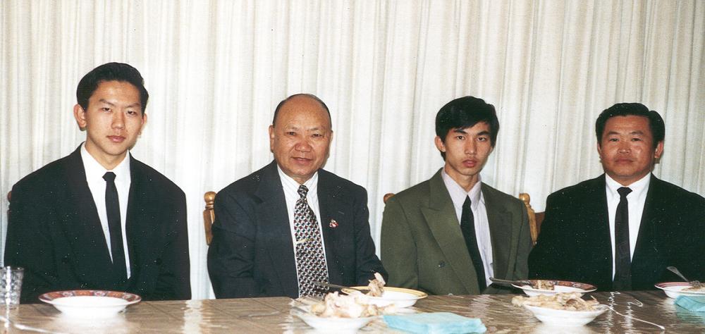 20010122-gen_vang_pao_and_vang_and_teng.jpg