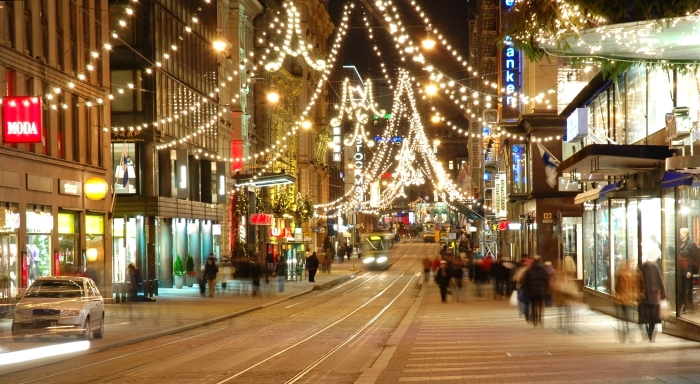 Helsinki, Finland; the place to go Christmas shopping. Look, the streets are almost empty! Courtesy: Sigketill