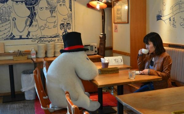 Mr Hippo was glad he had been given a human to sit with. Tea for two is always better!