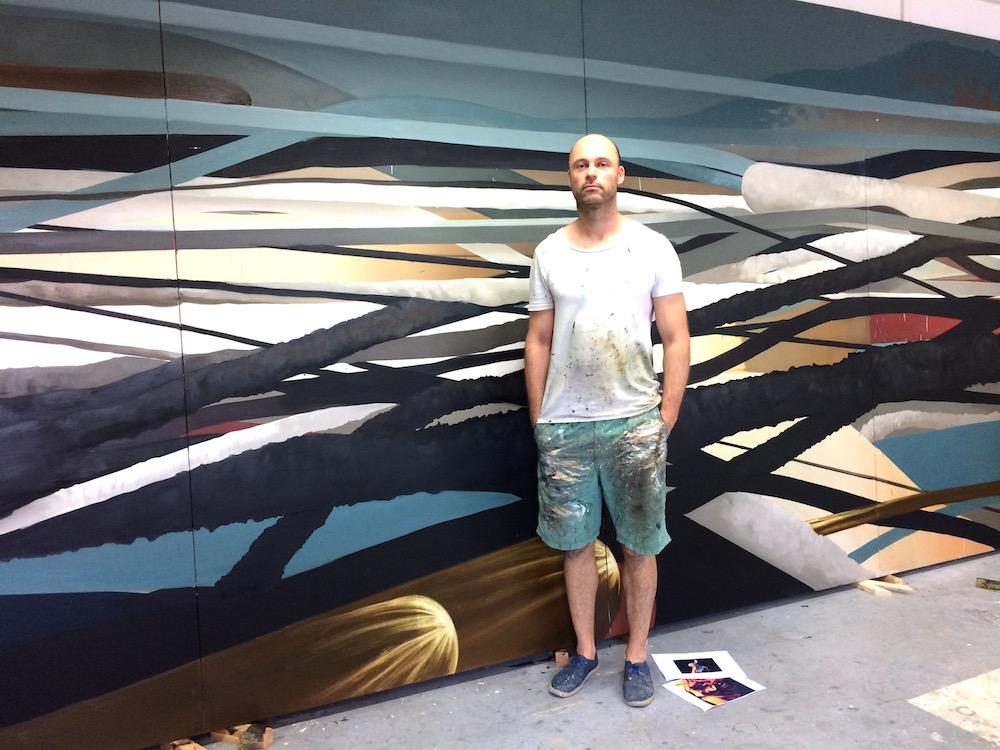 ©Kristine Hamann, Sebastian Menzke in seinem Atelier in Berlin vor einem neuen Werk