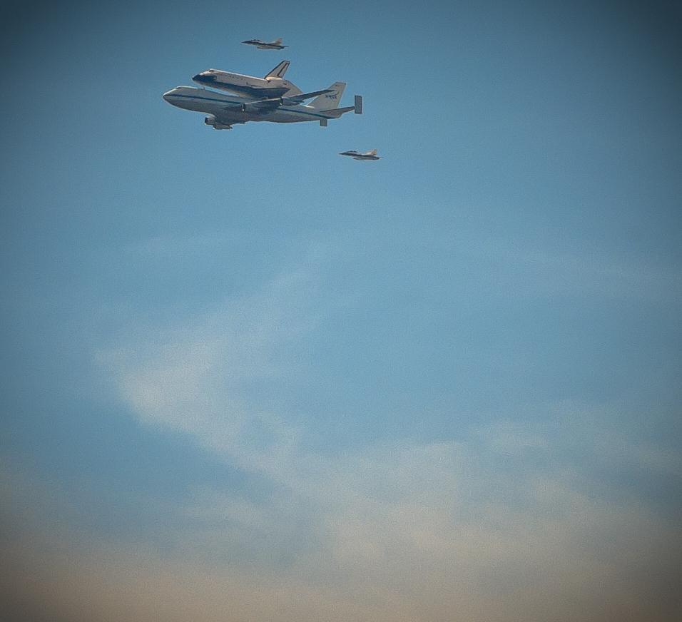 Endeavor over LA-20120921041-007.jpg