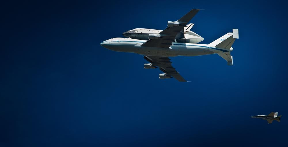 Endeavor over LA-20120921073-018.jpg