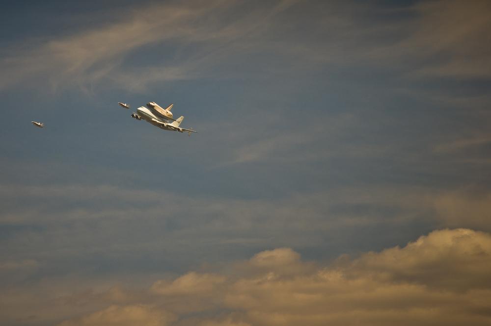 Endeavor over LA-20120921063-012.jpg