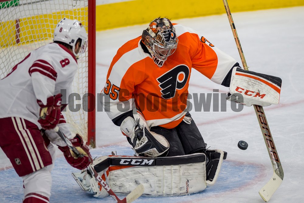 27 Jan 2015: Philadelphia Flyers goalie Steve Mason (35) makes the save during the NHL game between the Arizona Coyotes and the Philadelphia Flyers played at the Wells Fargo Center in Philadelphia, PA