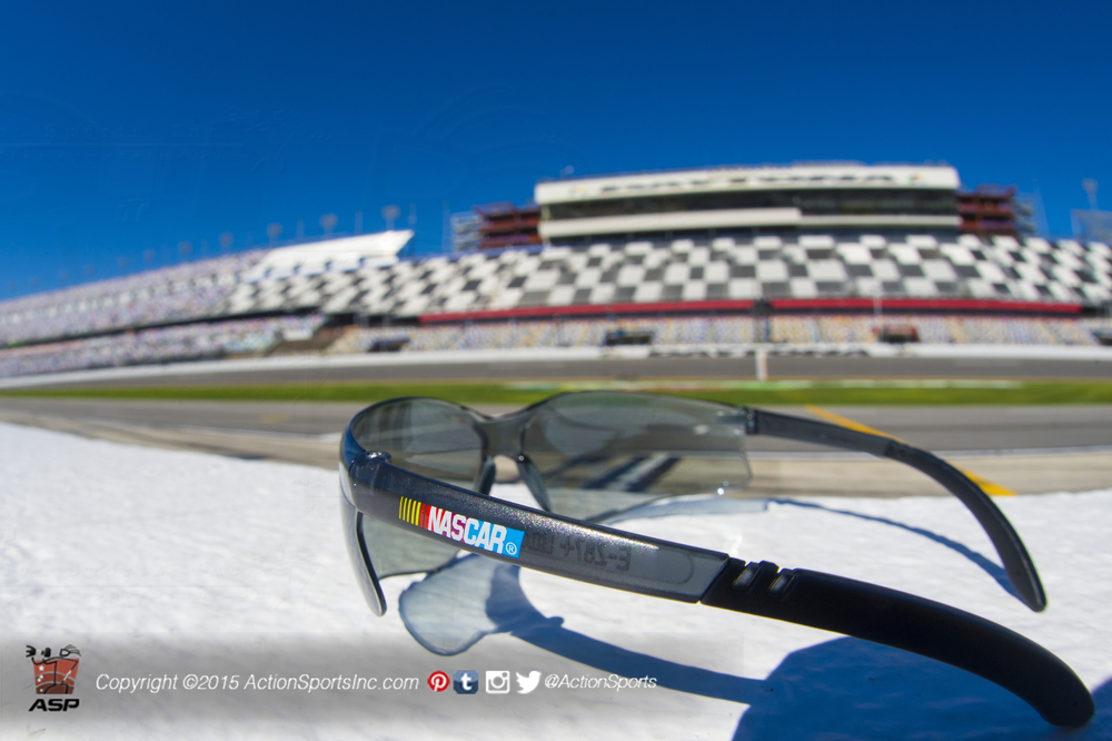 View of the front straight from the pit road wall