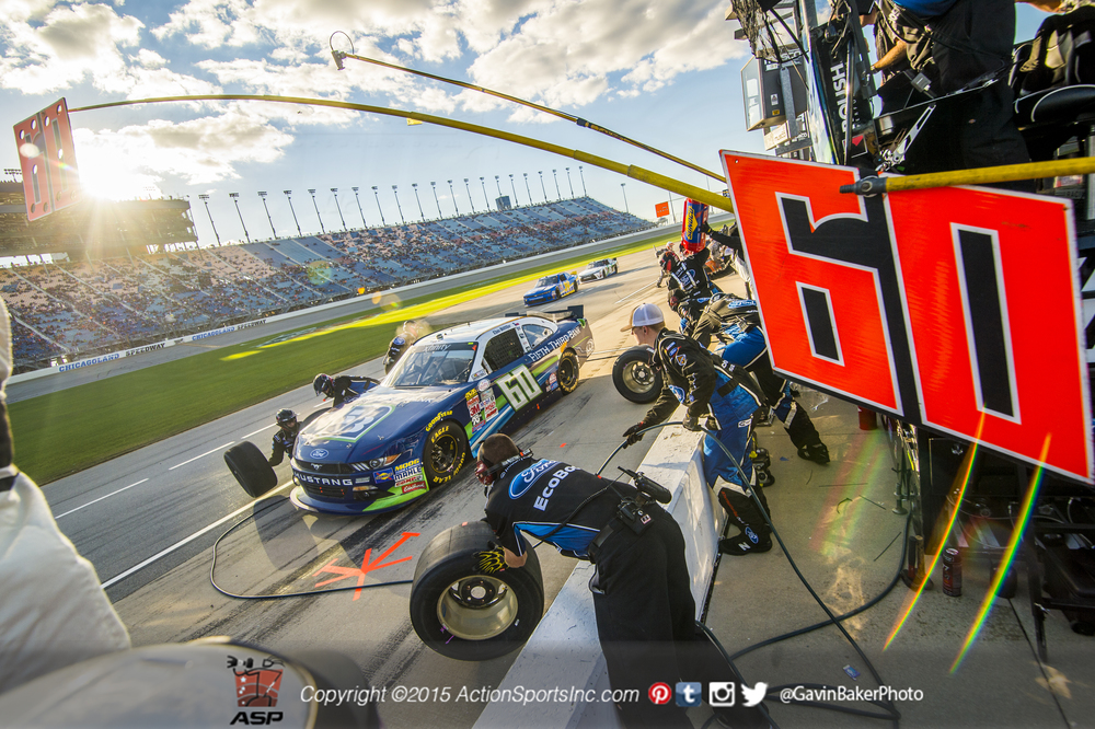 Joliet, IL - Sep 19, 2015:  The pit crew for  Chris Buescher (60)  driver of the Fifth Third Bank Ford changes tire and refuels the  Roush Fenway  Mustang during the Furious 7 300 at Chicagoland Speedway in Joliet, IL.