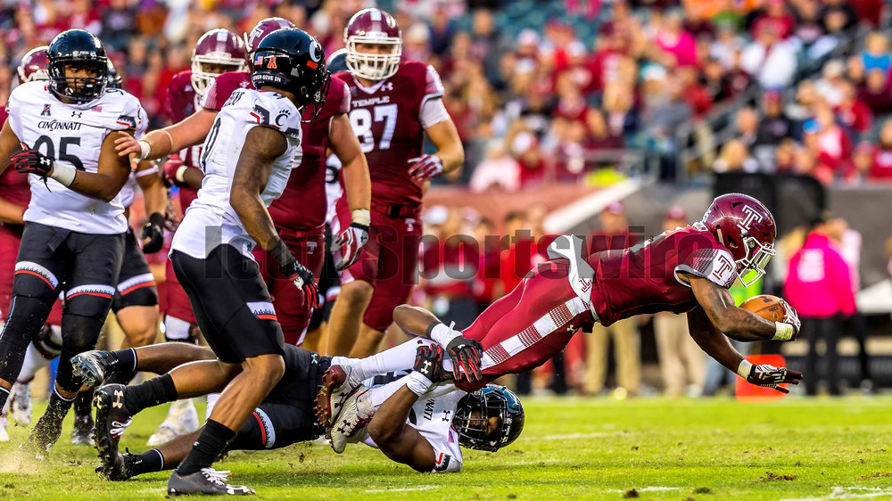 PHILADELPHIA, PA - OCTOBER 29: Temple Owls running back Jahad Thomas (5) dives for a few extra yards during the game between the Cincinnati Bearcats and the Temple Owls on October 29, 2016, at Lincoln Financial Field in Philadelphia, PA. (Photo by Gavin Baker/Icon Sportswire)