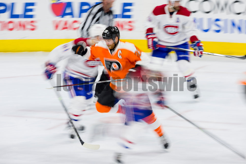 02 February 2016: Philadelphia Flyers center Claude Giroux (28) moves through heavy traffic on his way to the puck during the NHL game between the Montreal Canadiens and the Philadelphia Flyers played at the Wells Fargo Center in Philadelphia, PA. (Photo by Gavin Baker/Icon Sportswire)