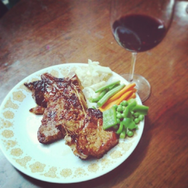 I cooked dinner last night! Pork chops in sweet chilli and pear vinegar. With a glass of malbec+merlot blend.