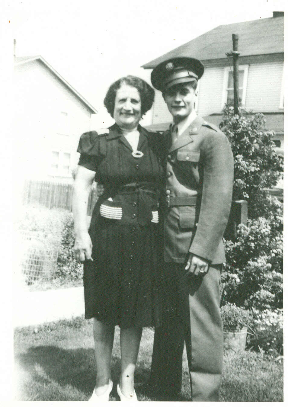 vince mangini and mother anna in 1943.jpg