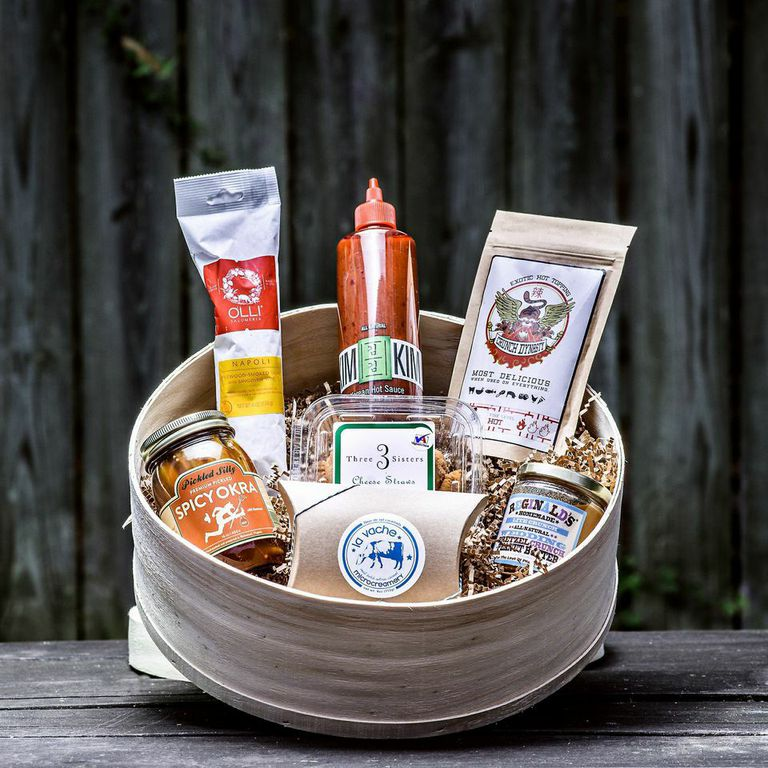 http://littlehouseshop.storenvy.com/collections/946173-holiday-gift-boxes/products/10790190-weekend-show-off-box
