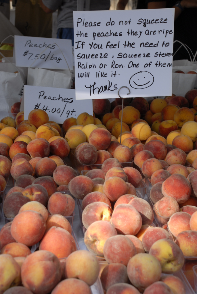 Peaches and wit at the farmers' market