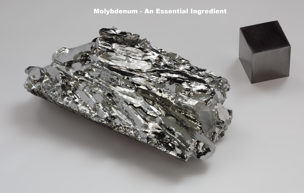Molybdenum_crystaline_fragment_and_1cm3_cube.jpg