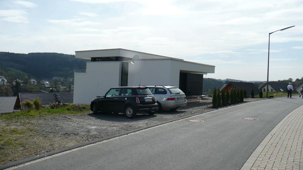 wohnhaus mit carport am hang h architektur. Black Bedroom Furniture Sets. Home Design Ideas