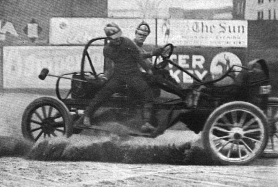 8323408-6574387-The_American_sport_of_auto_polo_in_1913_Harper_s_Weekly_Volume_5-a-78_1547065312792.jpg