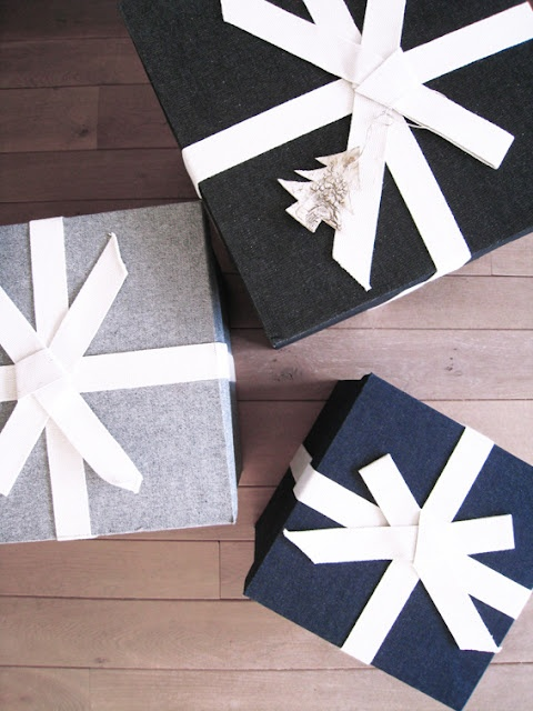 chic christmas wrapping 4.jpg