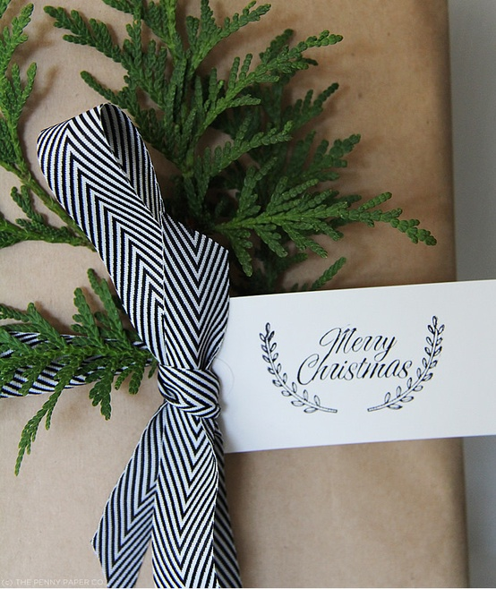 chic christmas wrapping 5.jpg
