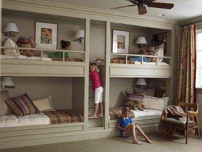 bunkbed_pinkwallpaperblog.jpg