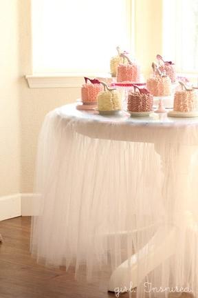 tulle tableclothe.jpg