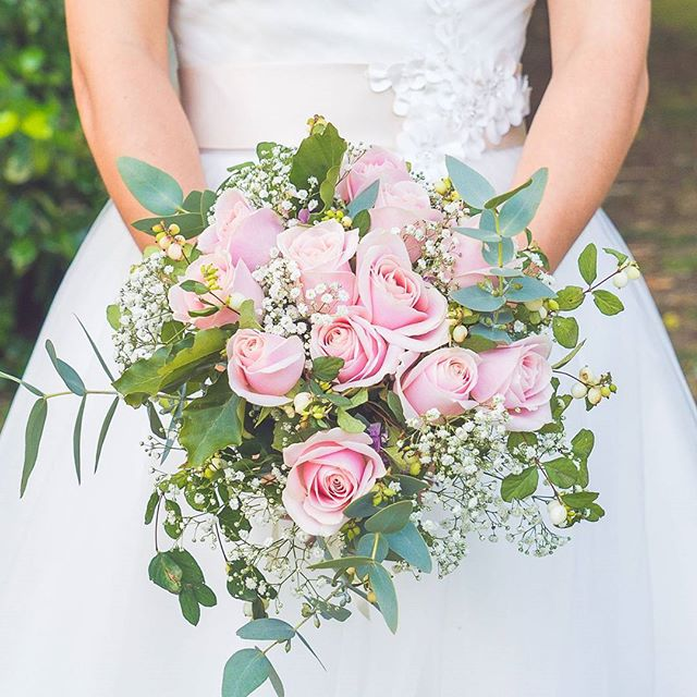 Check out Anya's classic Rose bouquet with a Eucalyptus twist! ___  #bridalbouquet #softpinkroses #eucalyptus #weddingflowers #lightandbright #weddingdetails #itsthelittlethings #nzbride #kiwiwedding