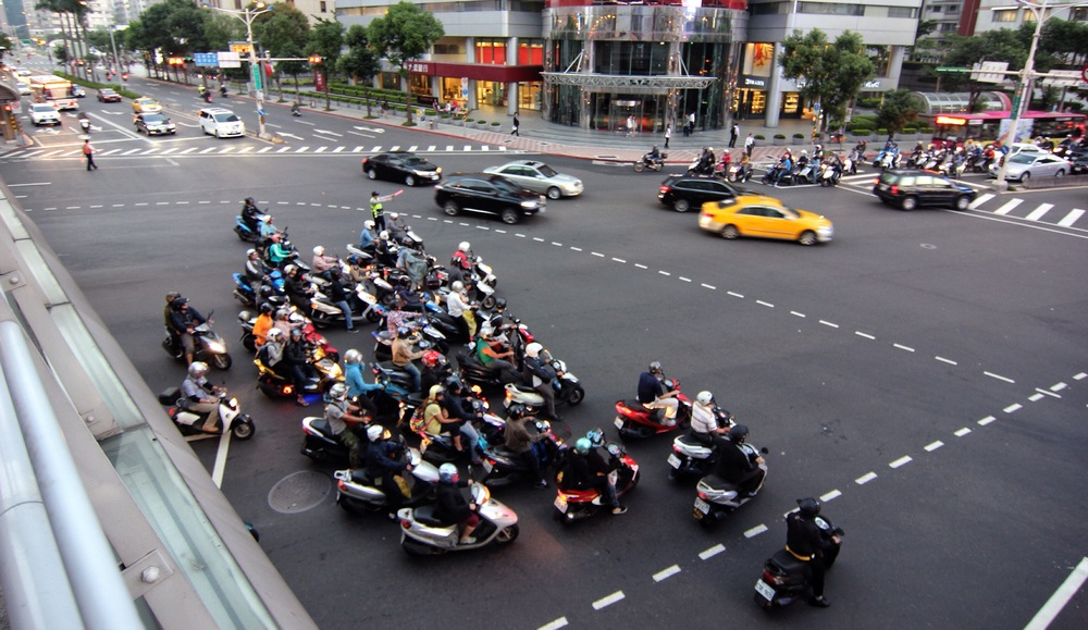 Rush hour traffic near Taipei 101.