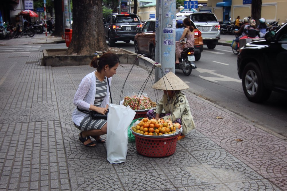 A local purchasing fresh fruit.