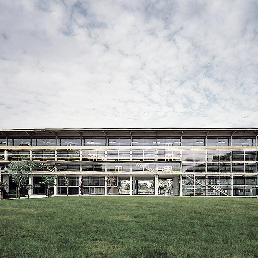 Edificio de aulas y servicios sociales -