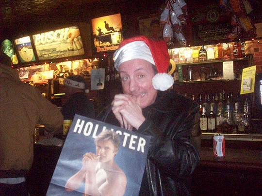 5. hollisterpose_dec25.jpg