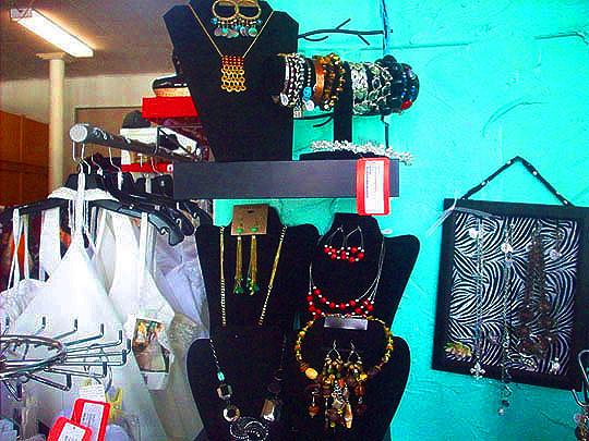 19. vintagejewelry_june26.jpg