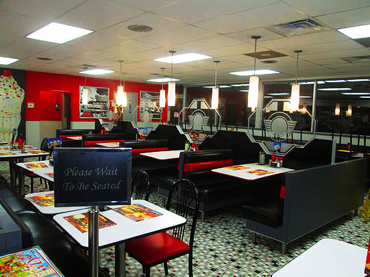 Chili crack steak n shake meanwhile back in peoria for Steak n shake dining room hours
