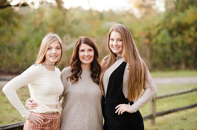 Dynasty (Mom-yeah the one in the middle) could easily pass as sister! #Goals am I right? #millbrookALphotographer #alabamafamilyphotographer ⠀ #familyisforever⠀ #millbrookAL⠀ #photosbymoe #capturingyourmoments
