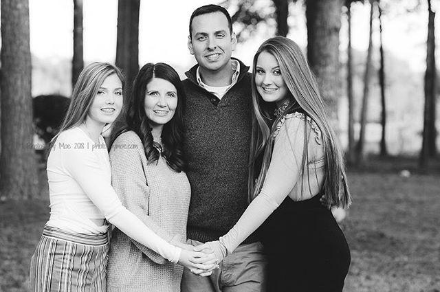 This man is sure to have his hands full with these pretty ladies around! #GirlDads are the best! #millbrookALphotographer #alabamafamilyphotographer ⠀ #familyisforever⠀ #millbrookAL⠀ #photosbymoe #capturingyourmoments