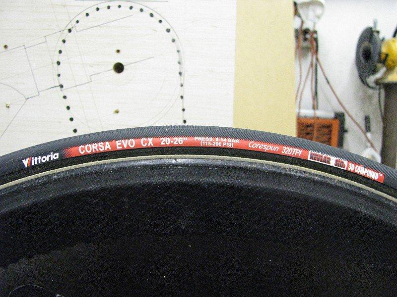 2011-08-04 04 Vittoria Corsa EVO CX 20-26 tubular tire.jpg