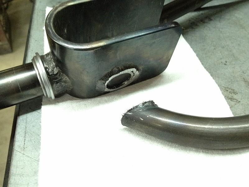 2012-09-05 08 streamliner subframe fork narrow stanchion.jpg
