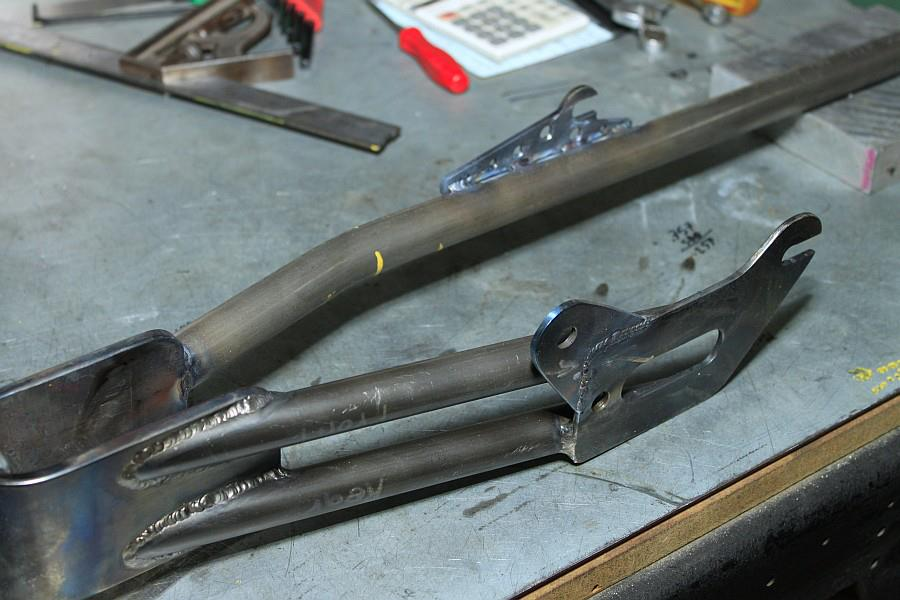 2012-09-06 11 streamliner subframe fork narrow stanchion.jpg