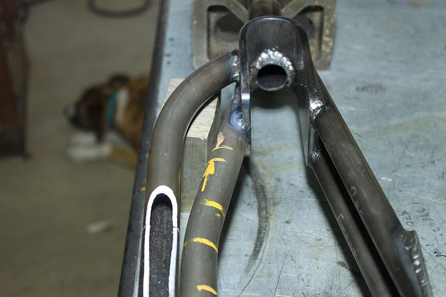 2012-09-06 12 streamliner subframe fork narrow stanchion.jpg