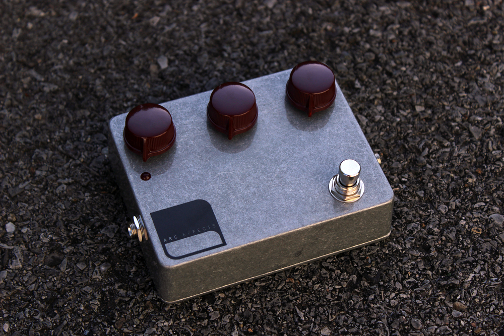 Clear / Oxblood Dakaware Knobs shown above