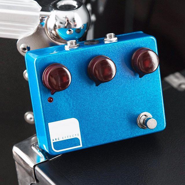 Just shipped - Custom Shop Deep Blue Sparkle KV2 with top jacks and oxblood Dakaware knobs 🌊