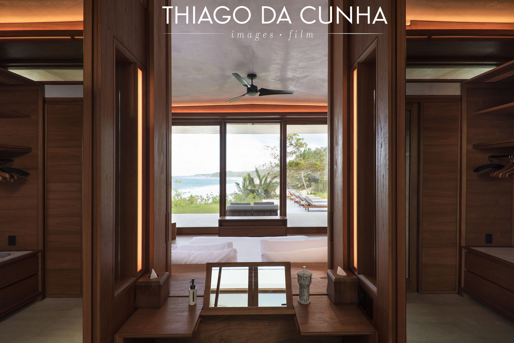 This is a view from the bathroom behind the bed window. From the bathroom it is also possible to enjoy the view of the beach and the ocean at the same time. This image here really says something about the detail process that the architect went through in order for all spaces to have an outside view.