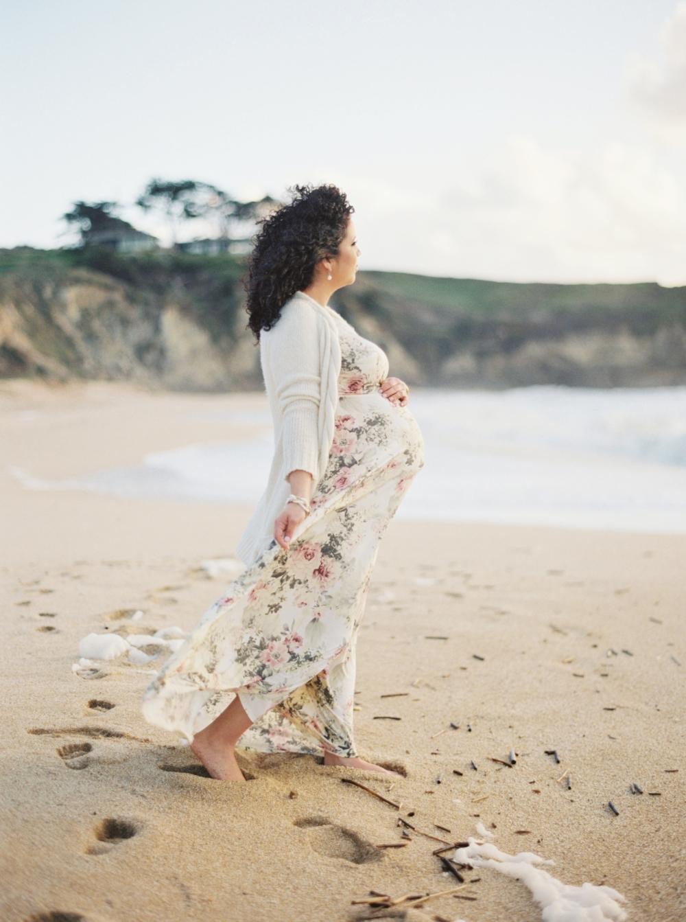 half-moon-bay-beach-maternity-session-perez-family