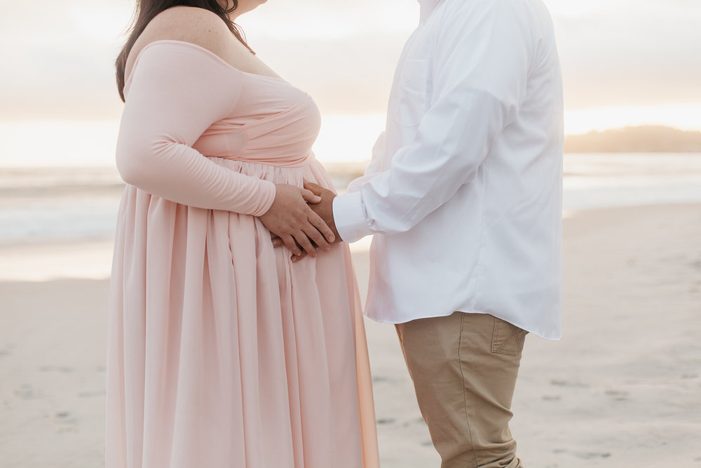 veronica-fausto-monterey-bay-maternity-session-16