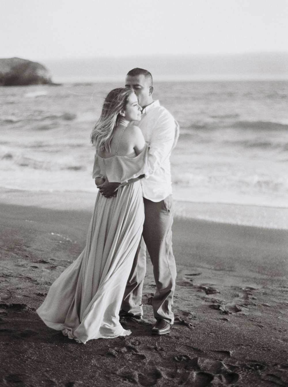 marin-headlands-anniversary-session-louie+elena-24.html